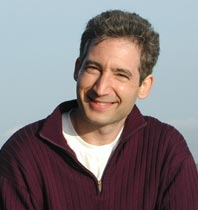 Brian Greene is no stranger to controversial science. His first book, the Pulitzer Prize-nominated The Elegant Universe (1999), was an eloquent exposition of what was then still an obscure theory in physics: string theory. Greene's book helped make string theory a household phrase. In The Hidden Reality, while admitting that string theory has in the meantime come under attack from many physicists as a theory that may be extremely hard to prove experimentally, Greene forges forward to explain an equally controversial theory – or rather, set of theories – about the plurality of universes.